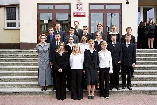 Absolwenci rocznik 2004 klasa E